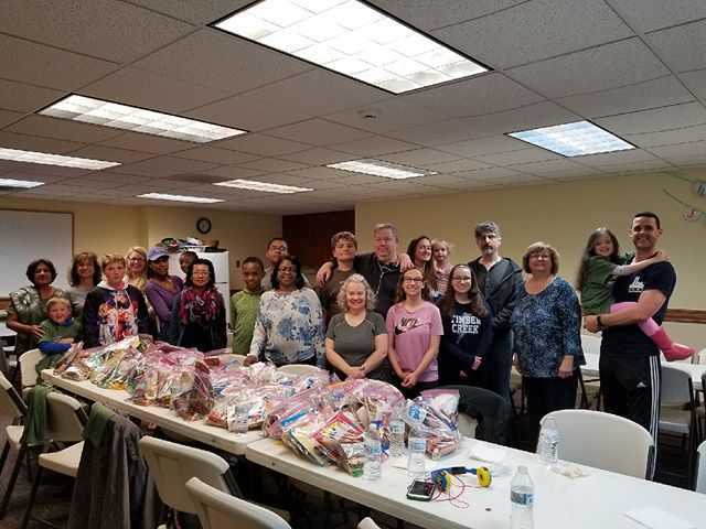 Sicklerville United Methodists Church creates care packages for troops! #fds2018 . . . #sicklerville #southjersey #newjersey #troops #carepackages #familydayofservice #nj