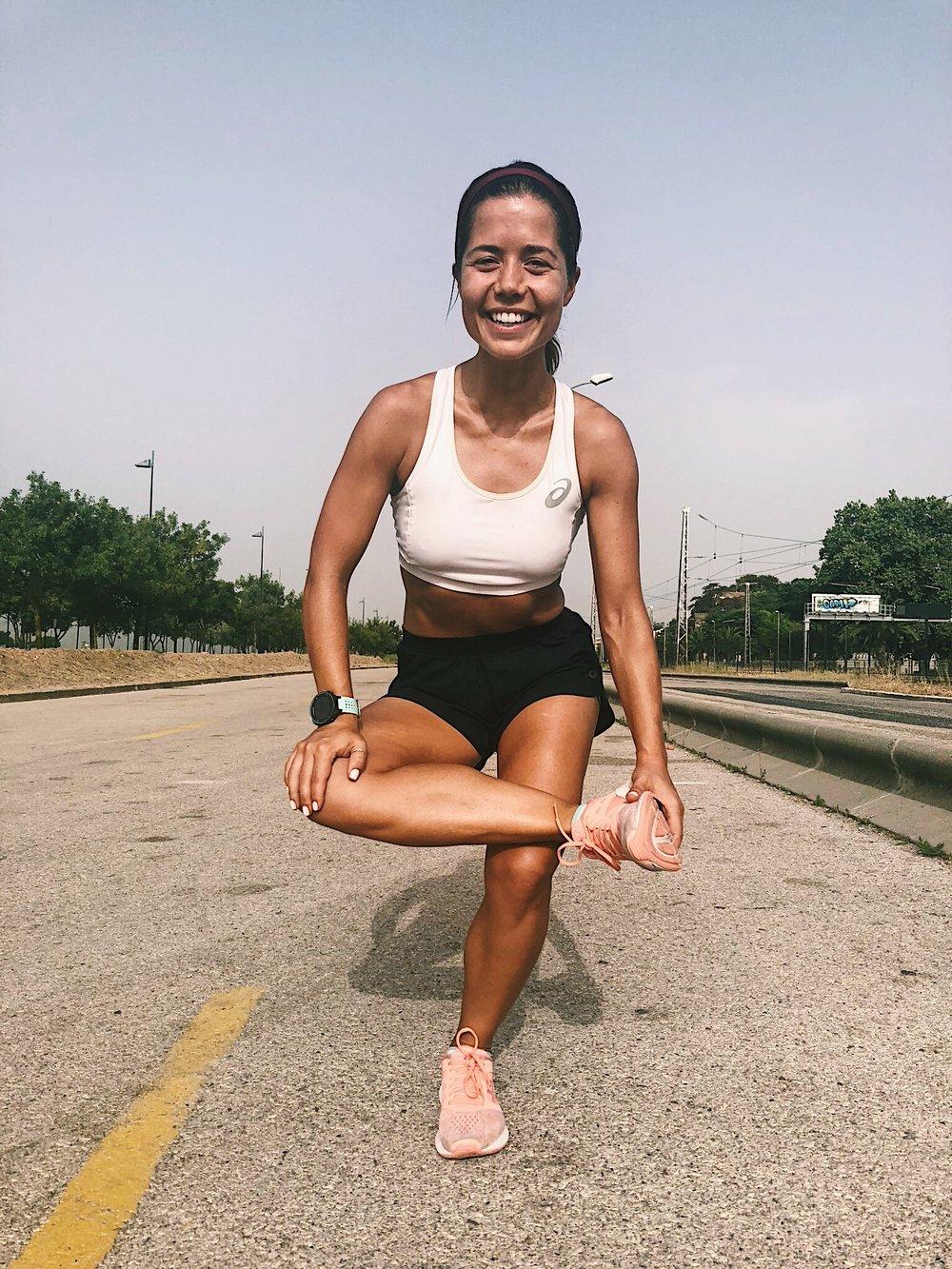 Glúteos. Nesta posição promove-se a rotação externa da articulação coxo-femoral aplicando força descendente na região interna do joelho e ascendente na articulação tibiotársica. -