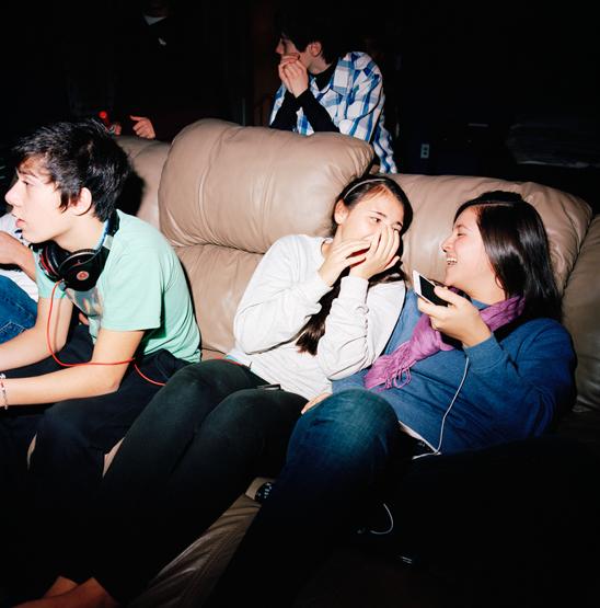 6_3-girls-couch-stephanie-noritz.jpg