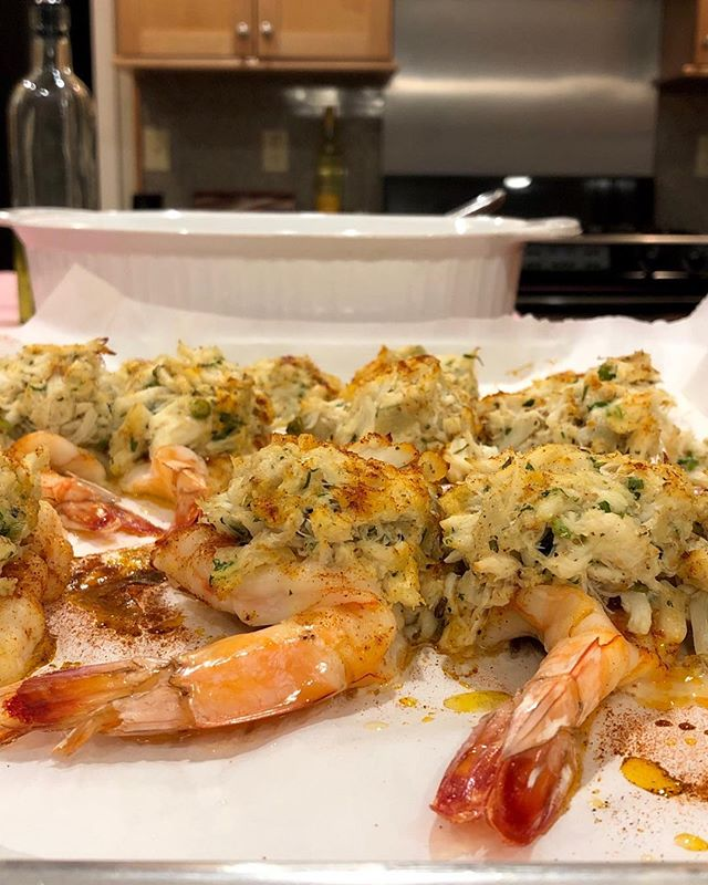 Succulent Crab Stuffed Shrimp With Champagne Cream Sauce🍷🍴What's cooking in your kitchen?! #Shrimpdish #crab #holidayseason #delishfish #seafoodextravaganza #festivefood #yummo #eatwithyoureyes #olivesandoreganopersonalchef