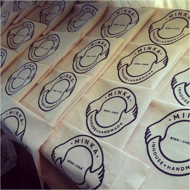 Bolsas estampadas para mantas de lana tejidas.