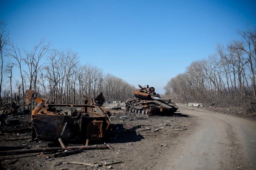 Tanques e blindados destruídos em batalha na província de Donetsk