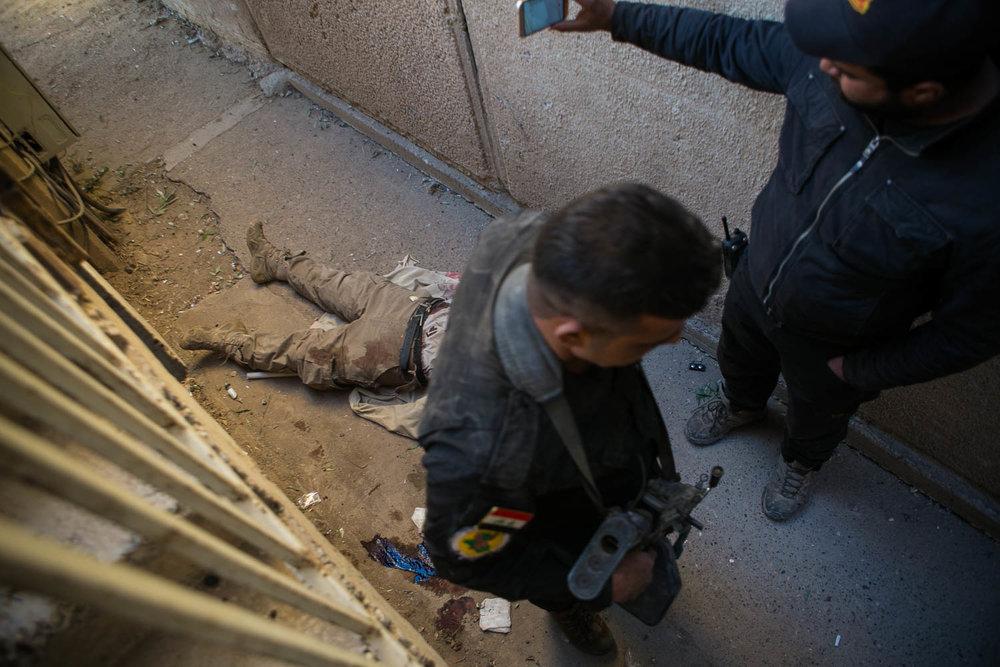 Usados como escudos humanos, civis são as maiores vítimas na guerra contra o ISIS
