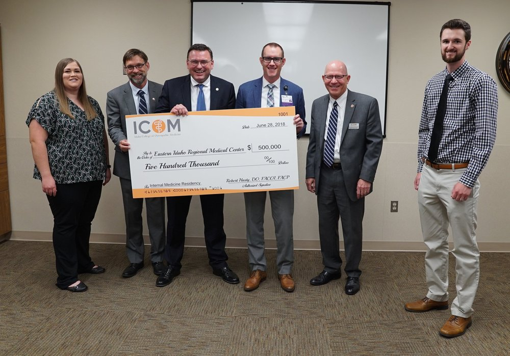 (L-R) Kellie Harrington, ICOM student; ICOM Associate Dean of Clinical Affairs, Kevin Wilson, DO; ICOM Founding Dean, Robert Hasty, DO; EIRMC CEO Jeff Sollis; ICOM President, Dr. Tracy Farnsworth; and Jacob Nilsson, ICOM student.
