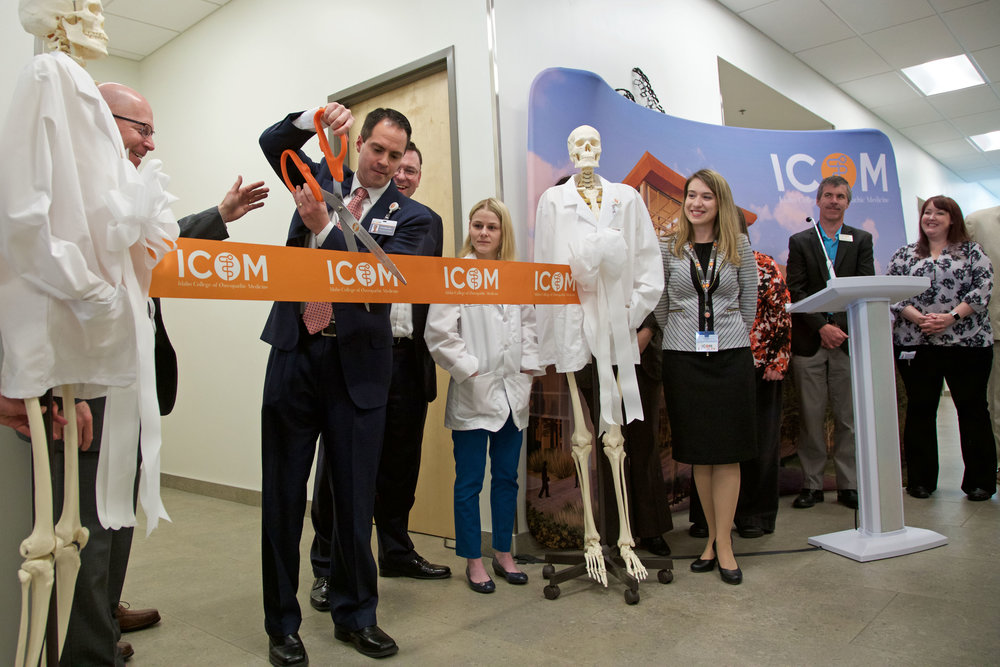 Dr. Todd Coffey cuts the ribbon on ICOM's new research lab.