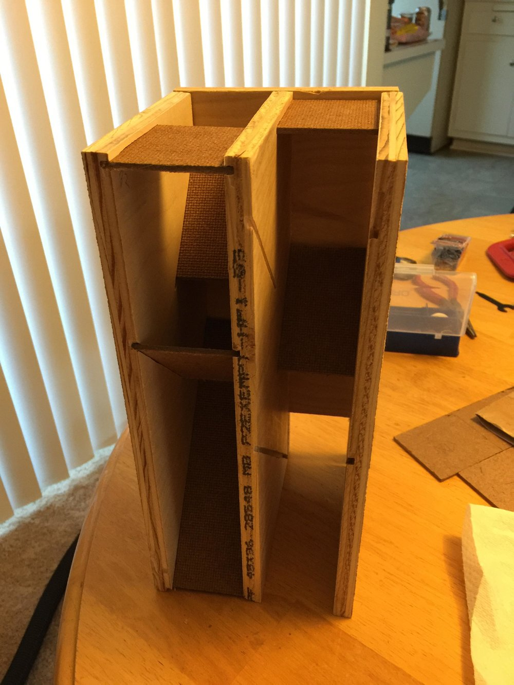 DM_screen_dice_tower_004.jpg