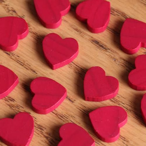 Love_Letter_game_heart_tokens_wooden_002.jpg