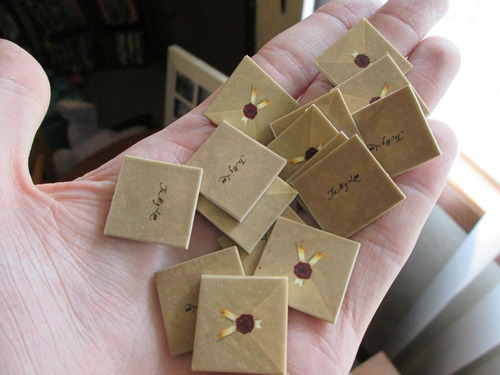 Love_Letter_game_letter_tokens_plastic_001.jpg