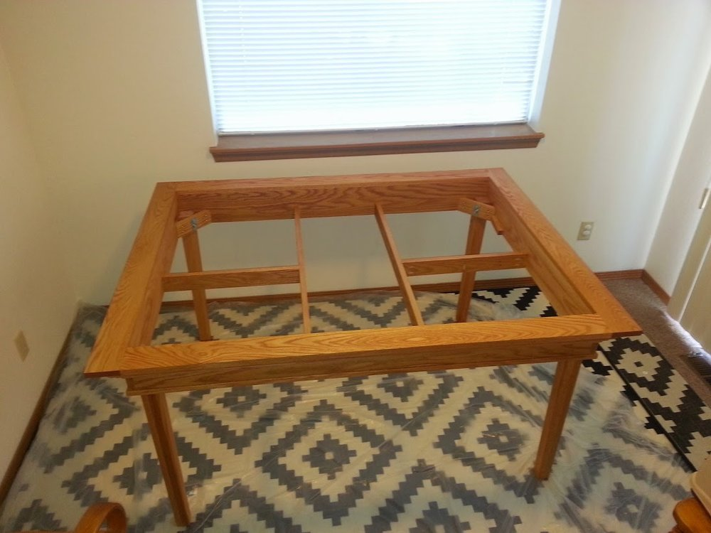 A_Brown_red_oak_gaming_table_011.jpg