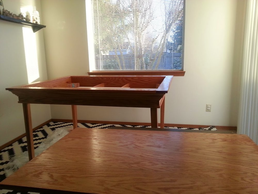 A_Brown_red_oak_gaming_table_013.jpg