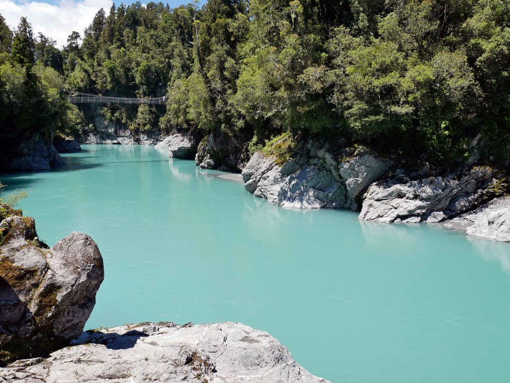 Once on the West Coast, we visited the town of Hokitika and the incredible Hokitika Gorge with unreal ice blue water (no filter here!) and a famous swing bridge (Jan 5).