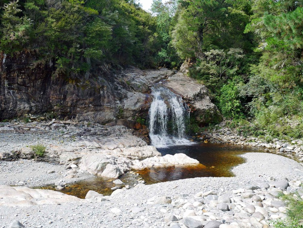 Perhaps recognizable to Hobbit fans, we had peaceful Salisbury Falls all to ourselves after an early morning trek (Jan 14).