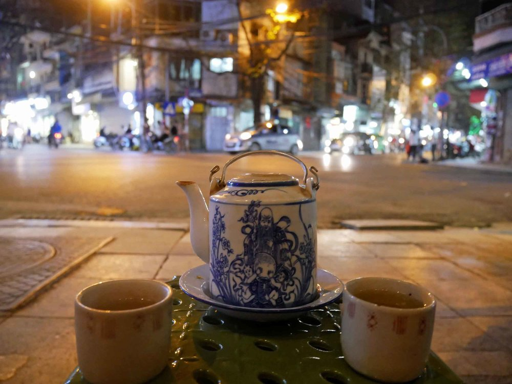 A common sight in the Old Quarter, we sat on the curb after dinner and enjoyed a pot of traditional tea.