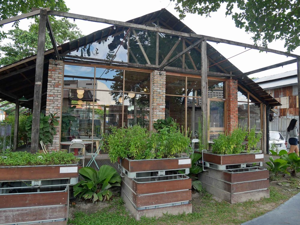 The indoor/outdoor on-site eatery, Buu's Kitchen, offers healthy dining options, smoothies and coffees all day.