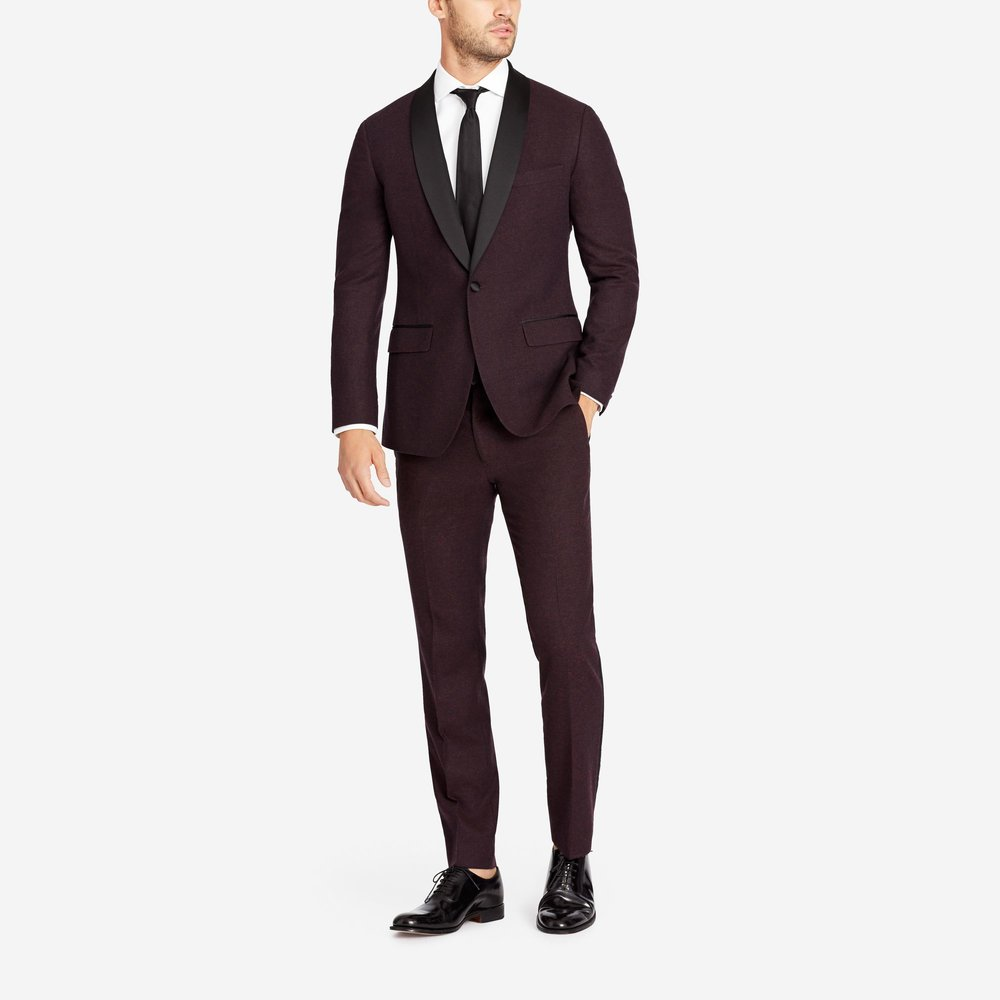 Fall/Winter Suiting  The temperatures have dropped, your sense of style shouldn't. Suit up in classic, perfectly tailored looks in heavier, world-class fabrics and seasonal patterns. -©Bonobos