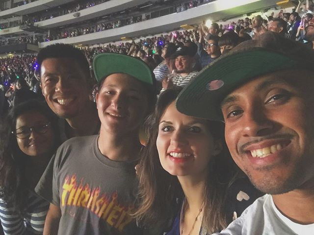 ✨You're a sky full of stars✨ Coldplay concert last night at @rosebowlstadium with the crew - Little Brother Joey's first concert! So good. #coldplayLA