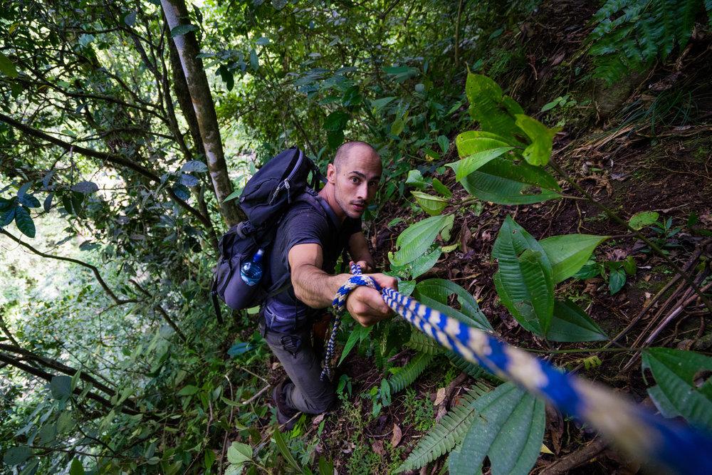 Bajando el acantilado donde casi morimos foto @lightsaint