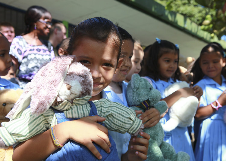 Costa_Rican_school_children_gather_together_after_receiving_stuffed_animals_from_U.S._Marines_and_Sailors_working_with_nongovernmental_organization_Give_a_Kid_a_Backpack_at_Hone_Creek_School_in_Hone_Creek,_Costa_100825-M-PC721-001.jpg