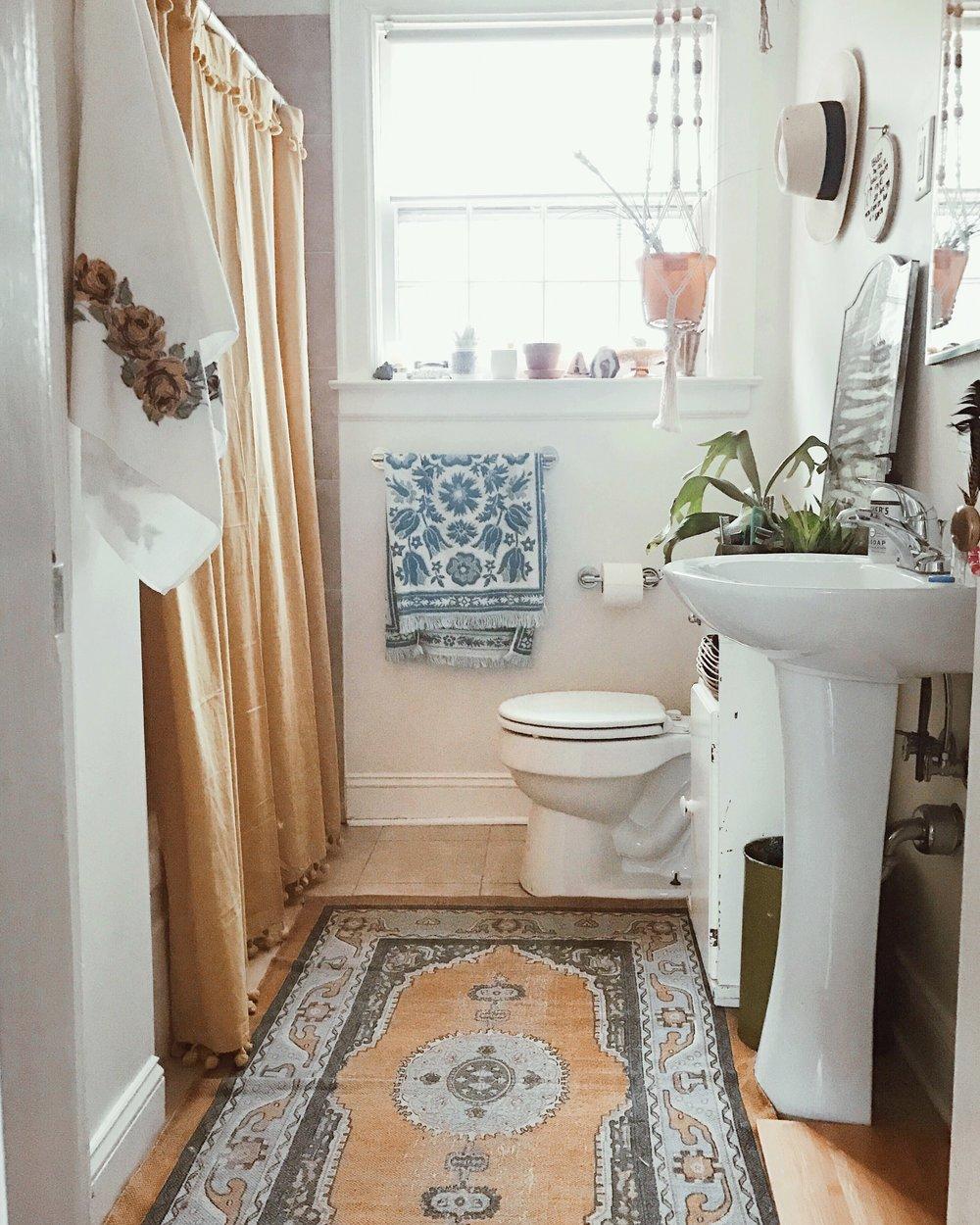Leah's dreamy bathroom.