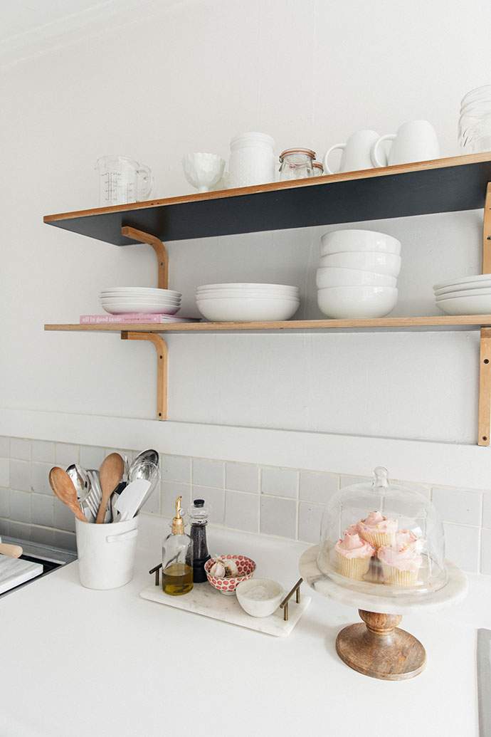 Jules and Louis Blog - A Pretty Dream Home in Sausalito - kitchen