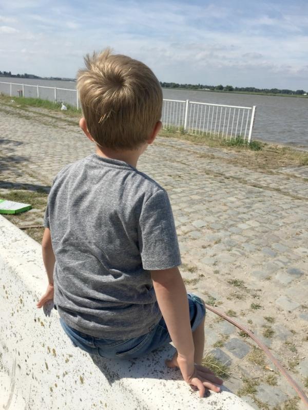 Jules and Louis Blog - Een dagje Antwerpen - Jules en de Schelde