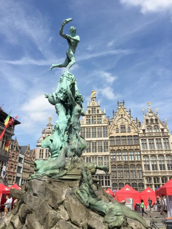 Jules and Louis Blog - Een dagje Antwerpen - Grote Markt