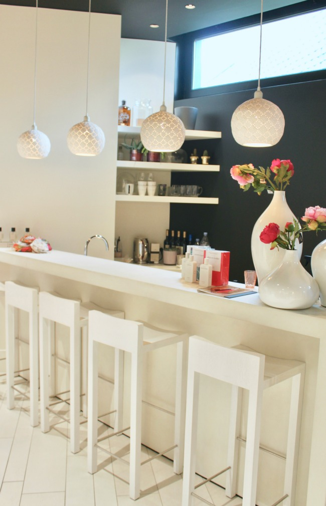 Jules and Louis Blog - Local hotspot in Bruges - Lilola - the bar.jpg