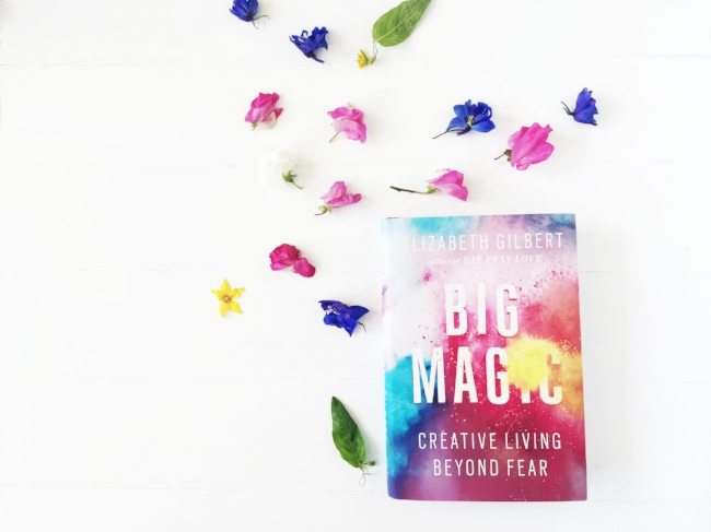 Jules and Louis Blog - Big Magic review boek - bloemen en boek