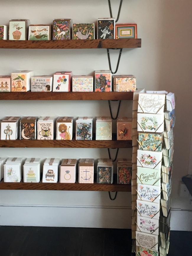 Jules & Louis Blog - Winkelen bij Rifle Paper & Co. in Winterpark Florida - winkelaanbod kaartjes.jpg