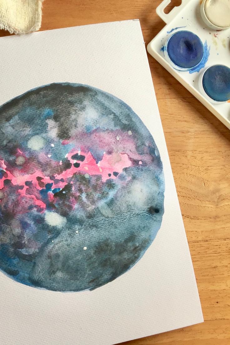 Speel en experimenteer - Vergeet ook niet om je te amuseren als je schildert met waterverf! Gebruik verschillende tinten, en kijk of het past. Als het niet zo is, probeer dan erover te gaan met een andere kleur. Speel een beetje, en heb zeker geen schrik om in de fout te gaan!