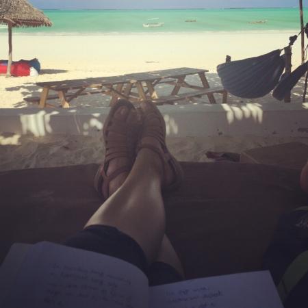 Tekstskriving på stranda, Padje, Zanzibar.
