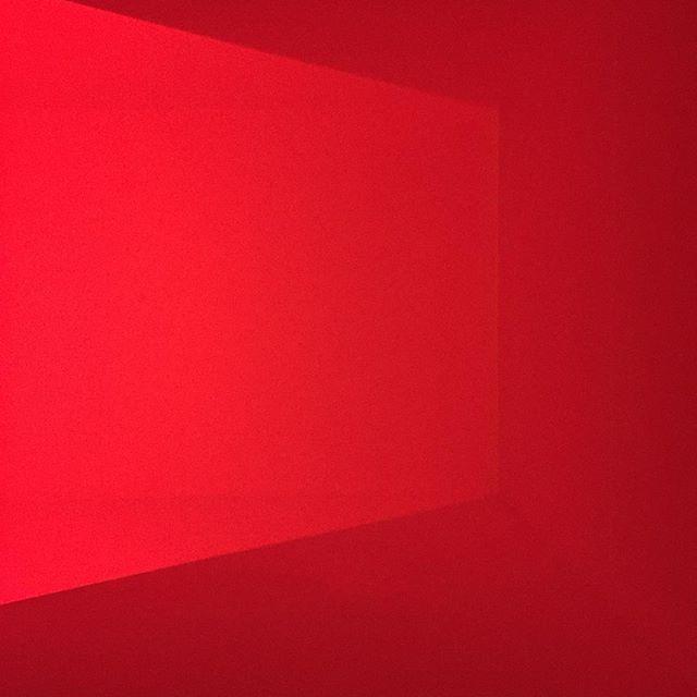 Rødmandag. . . . #redroom #rødmandag #arosartmuseum
