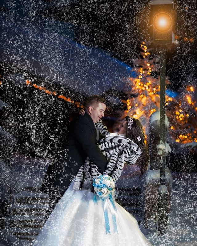 #winter #first #wedding #häät #rovaniemi #photographer #portrait #wonderland #finland #finland_photolovers #composition #magical #beautifull #weddingdress #weddingphoto