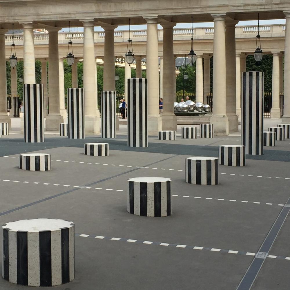 JARDIN DU PALAIS ROYAL, PILLARS, PARIS