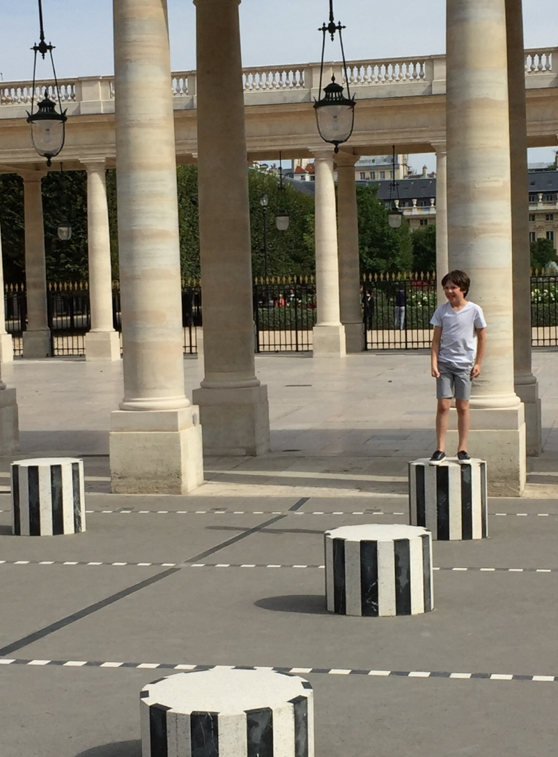 JARDIN DU PALAIS ROYAL STEPPING STONES, PARIS