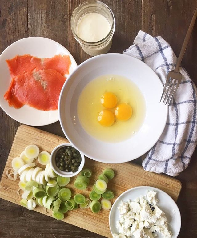 Guess what I'm making, and I'll give you a piece! *hint* its #italian 🇮🇹🇮🇹🇮🇹 #goodmorning #saturday #breakfast #riseandshine #eggs #salmon #leek #mediterranean #cookingathome home #nyc #astoria #greekgirlinnyc #cookwithme