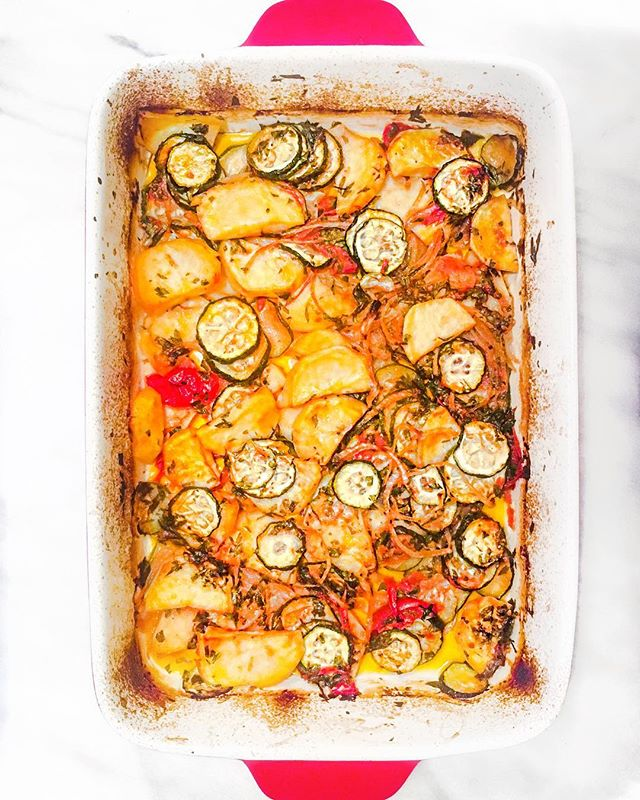 If I don't respond, I'll be here eating veggies straight out of the pan. #briam 🍅🥔🍆 With the weather getting cold, I'm trying to make as many summer dishes as I can while I can, to pretend I'm still somewhere on the beach 🤦🏻♀️ #briam or #tourlou or whatever you wanna call it, is a mixture of baked vegetables usually potatoes onions, zucchini, and tomatoes but variations with peppers and eggplant exist. It's also found in stews but I prefer baking where veggies get xtra crunchy.  How do you like your veggies? • • • • • • • •  #vegetables #baking #roasted #greekfood #mediterranean #cookingathome #homemade #astoria #eeeeeats #carolcooks #greekgirlinnyc #cookwithme #healthy #light