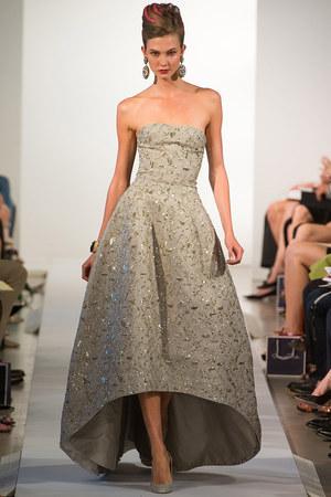 oscar-de-la-renta-spring-2013-sequin-embellished-gown-profile.jpg