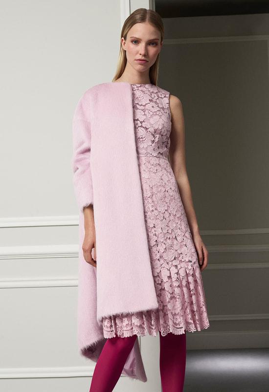 carolina-herrera-pink-coat-fw-2017_orig.jpg