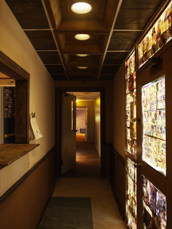 hallway_030.jpg