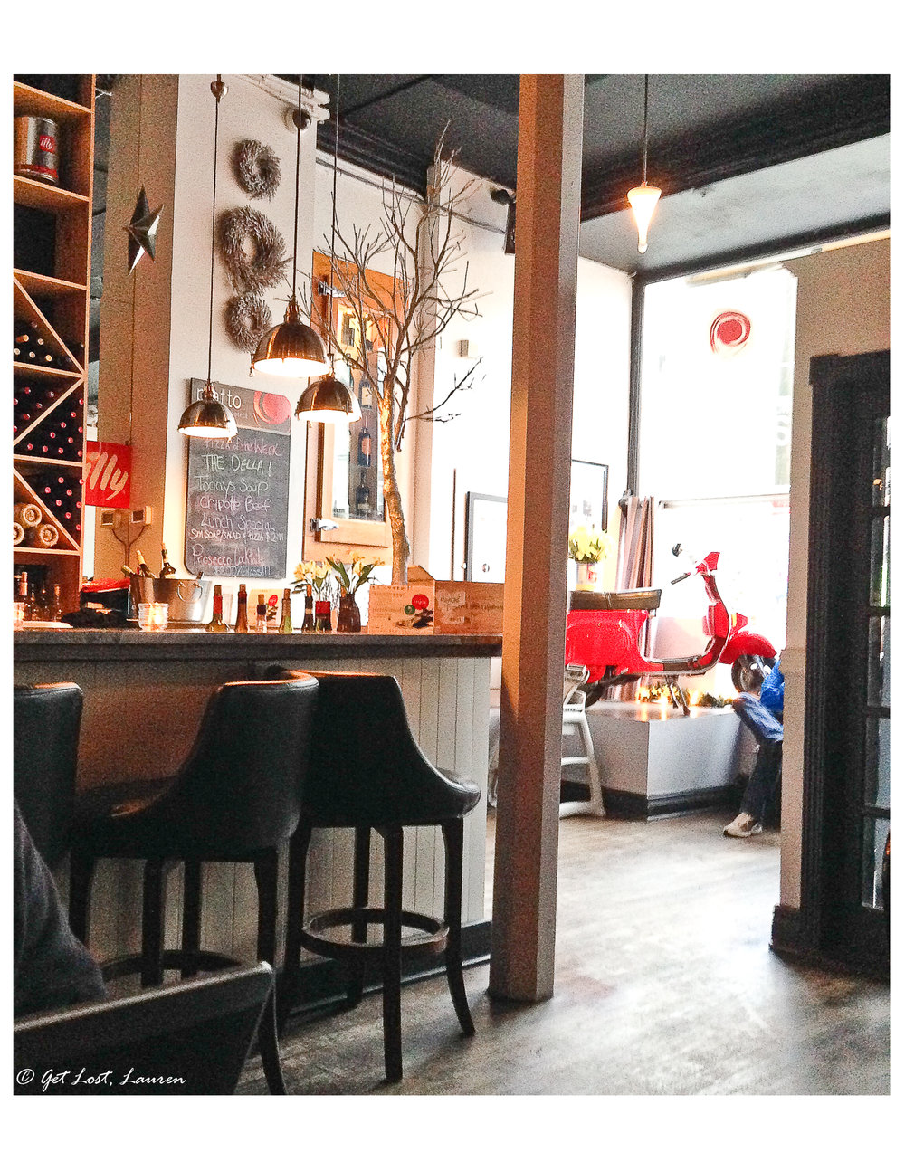 Piatto's charming dining room.
