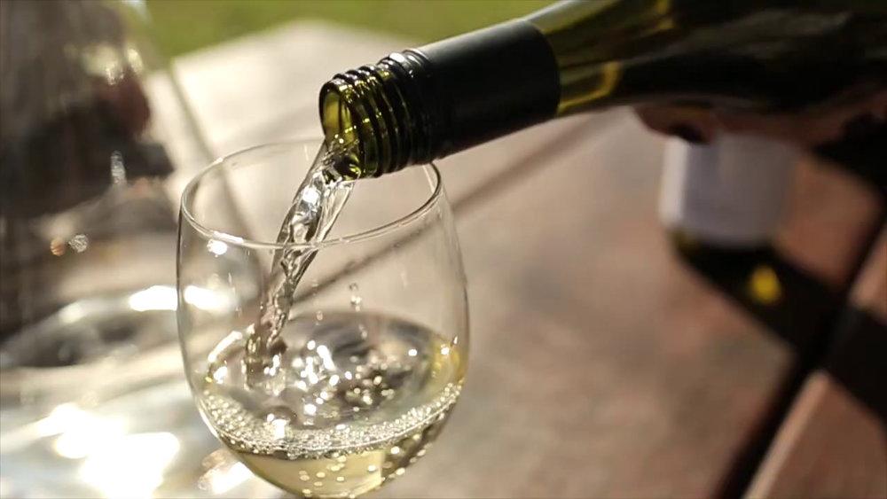 wine tasting tour-tamborine.jpeg