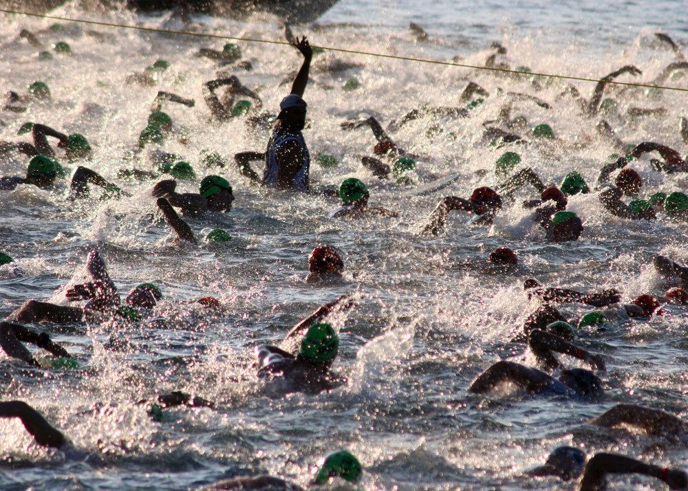 US_Navy_051015-N-9419C-004_Almost_2,000_triathletes_begin_the_2.4-mile_swim_at_the_Ironman_World_Championship_triathlon,_held_in_Kailua-Kona,_Hawaii.jpg