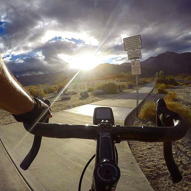 Some cyclists really know how to enjoy a ride. #whataview #sunshine 📸 @cyclewerks ・・・ 🌴🚲 D e s e r t  S k y 🚲🌴#enjoyyourday #sunshine #laquinta #socal #cyclingshots #cycling #beforesunset#desert #sky #strava #enjoylife