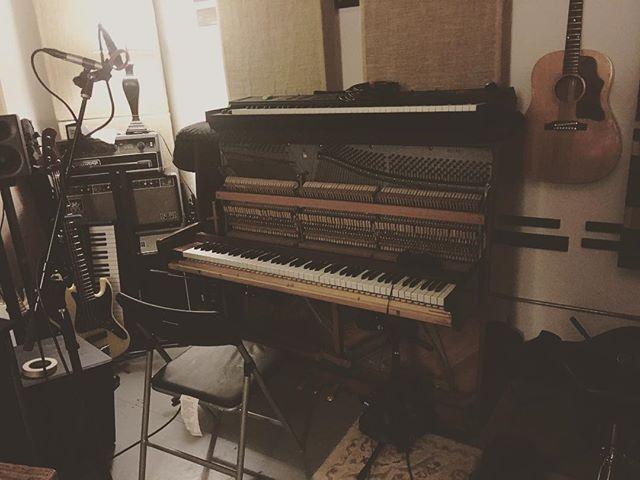 Real warm . .  #bananappealstudiosbk #studio #recordingstudio #recordingengineer #music #piano #coles4038 #musicproducer #musicproduction #sadowskybass  #creating #fresh #mixingengineer  #avid #protools #rhythmic #keys #uprightpiano