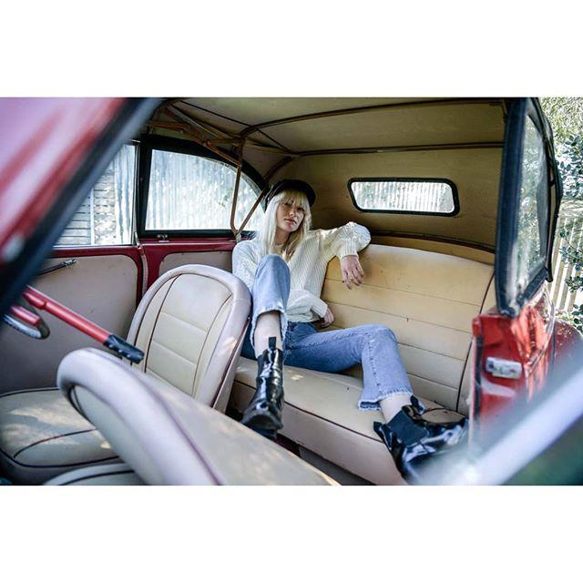 sunday drivers / steering wheel lock @thatgalro .. #vwbeetle #nikond5 #60sstyle #music #pressshot
