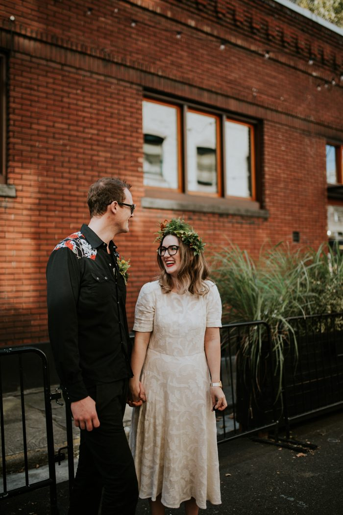 this-couple-celebrated-their-7th-anniversary-with-an-urban-adventure-vow-renewal-in-portland-oregon-jamie-carle-photography-62-700x1050.jpg