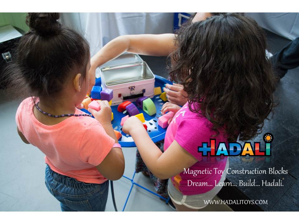 Hadali Toys - Mom builds together with daughters