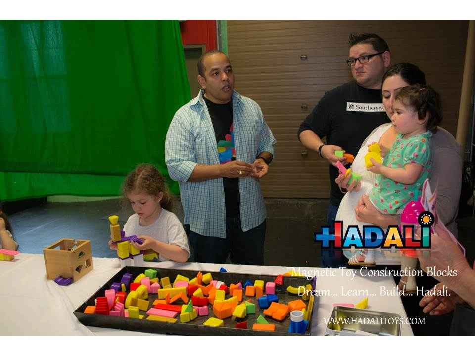 Hadali Toys - Adults discuss the benefit of Hadali Blocks.