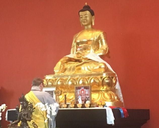 In the presence of around 80 Buddhist practitioners in the conference opening ceremony, Ron Eichhorn, President of the European Buddhist Union offers a khatak (Tibetan scarf, containing eight auspicious symbols) and a lamp to the Buddha.
